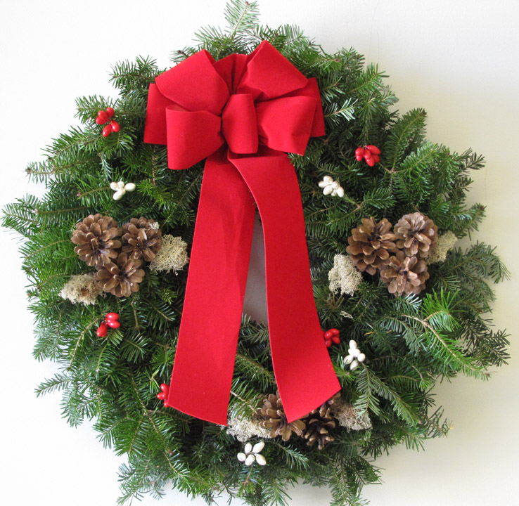 wftradcwwd-traditions-christmas-wreath-22-in-1.jpg